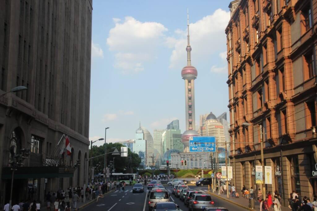 Blick auf den Oriental Pearl Tower in Shanghai