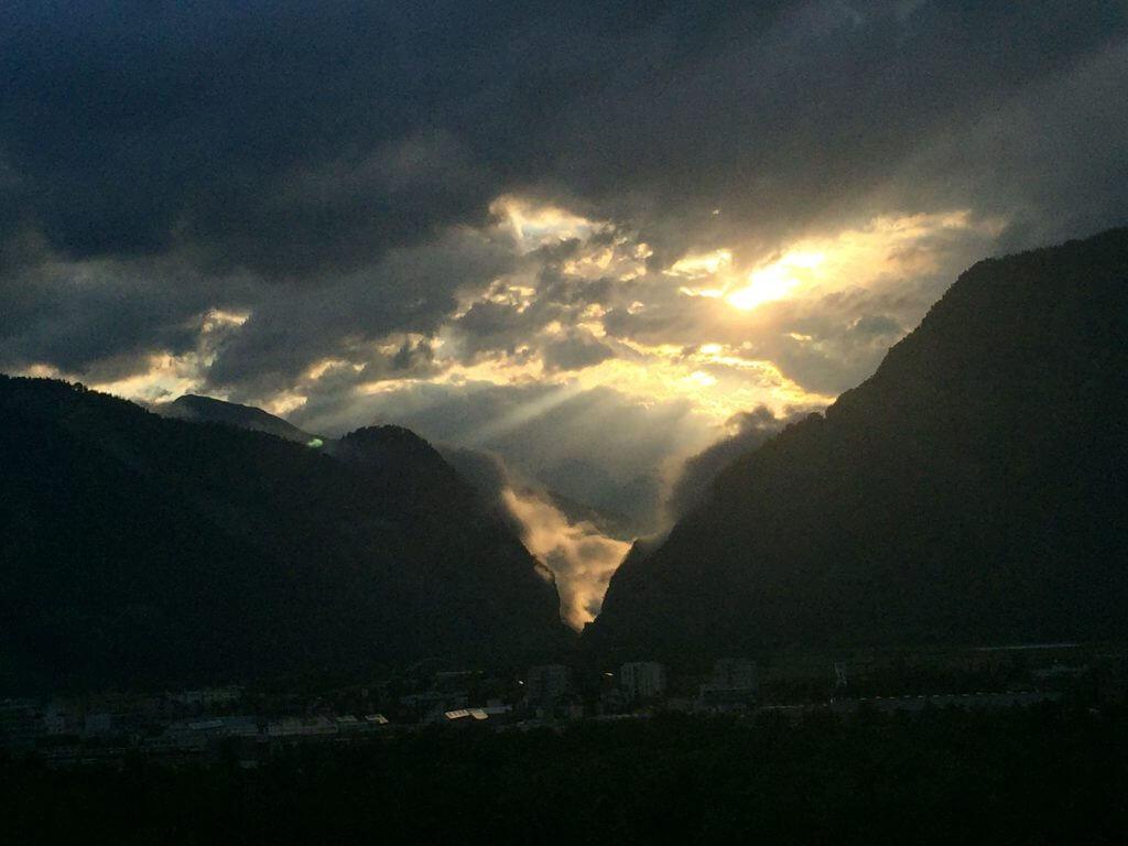 Sonne gegen Wolken