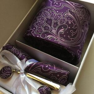 Seidenkrawatte Blumen violett